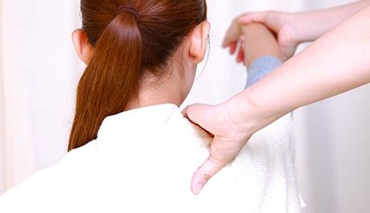 肩の筋肉をほぐす治療